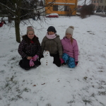 sněhulák s přírodninami